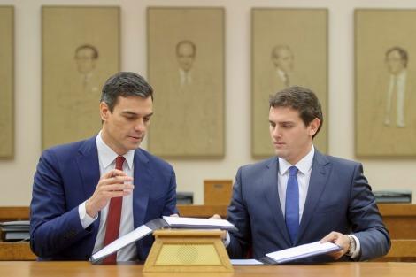 Firma del acuerdo de gobierno entre PSOE y Ciudadanos.